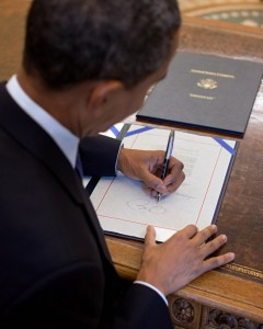 Presidents Obama and Clinton are both left-handed